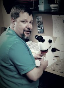 Photo of Hans Lemke at a microscope